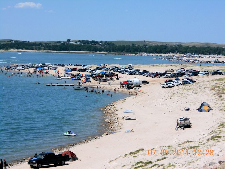 Crowds on beaches of Lake McConaughy
