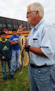 Mark_Peyton_and_bullsnake